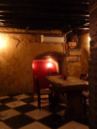 Τρυπητή, Ελλάδα: Η μεσαιωνική αίθουσα
