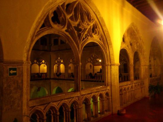 Hospederia Real Monasterio: Real Monasterio de Guadalupe: Claustro