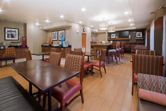 Hampton Inn Sacramento/Rancho Cordova: Breakfast Serving Area