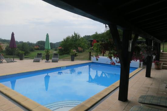 Sourzac, Francia: Pool and views