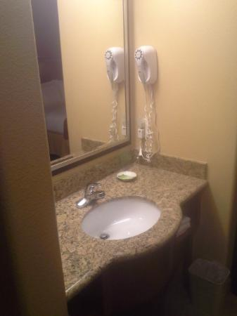 Holiday Inn Express Prescott : Not a fan of vanity in the exposed to room but I would stay again.