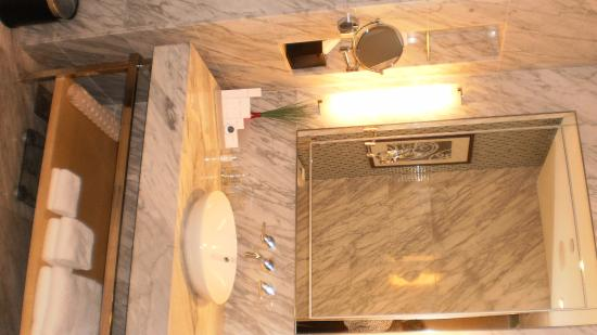 Toalett - Picture of Carlton Hotel Singapore, Singapore - TripAdvisor