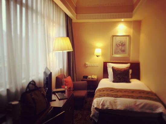 Hengshan Picardie Hotel: cozy room
