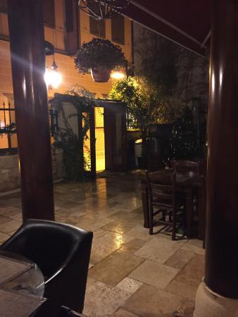 Otantik Restaurant & Winehouse : photo1.jpg