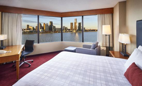 Best Western Plus Waterfront Hotel: One Queen Bed Panoramic View