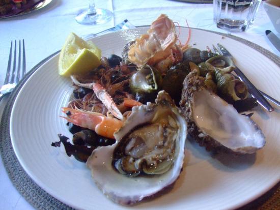 Grandcamp-Maisy, Francia: Ooops first oyster already eaten!  Oops première huître déjà mangé!