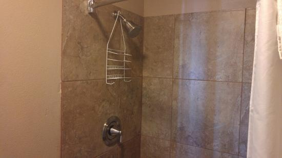 Kofa Inn: Shower