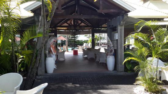 Entrée de l\'hotel - Picture of Veranda Grand Baie Hotel & Spa ...