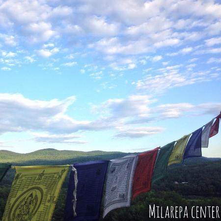 Barnet, Βερμόντ: Prayer Flags at the Stupa