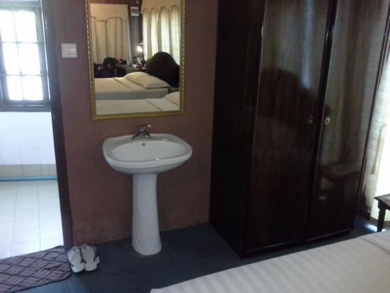 lavandino in camera Bagan Princess Hotel