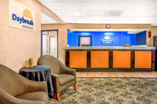 Days Inn & Suites by Wyndham Albuquerque North: Lobby