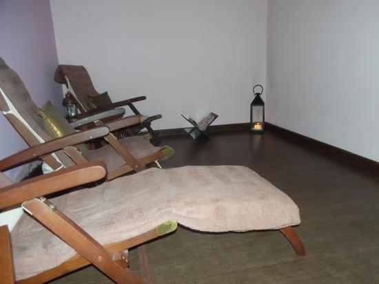 Soul Solutions Holistic Health Spa: Relax resting room best with candles and music