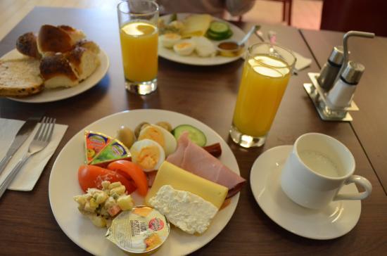 Campanile Lodz: Kahvaltı