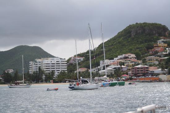 Sailing into Simpson Bay