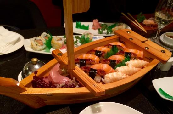 Fusion Seafood & Sushi: sushi buffet