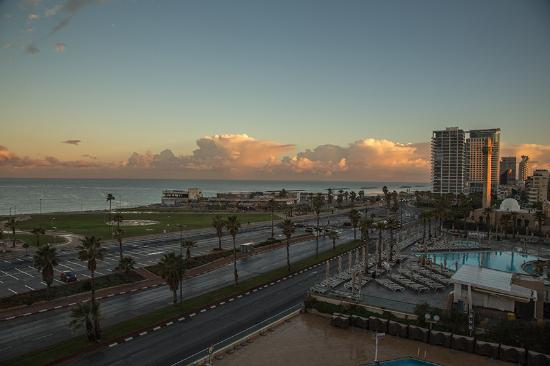 Dan Panorama Tel Aviv: Looking North in the early morning