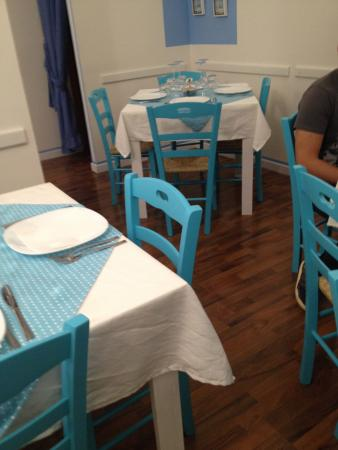 Arredi interni picture of ristorante mare in tavola for Arredo service sas foggia