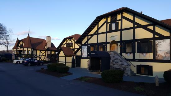 Bavarian Inn: Suites overlooking Potomac River