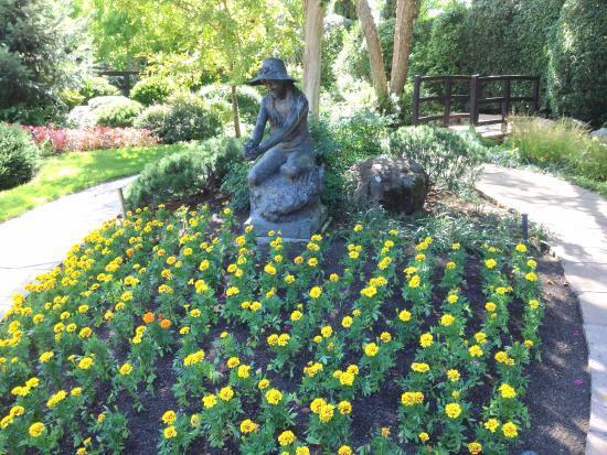 Healdsburg, CA: grounds