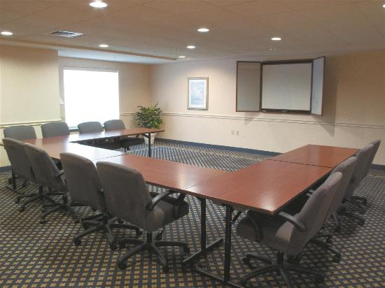 New Berlin, WI: meeting room