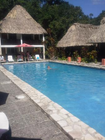 Hotel Tikal Inn: Una agradable piscina