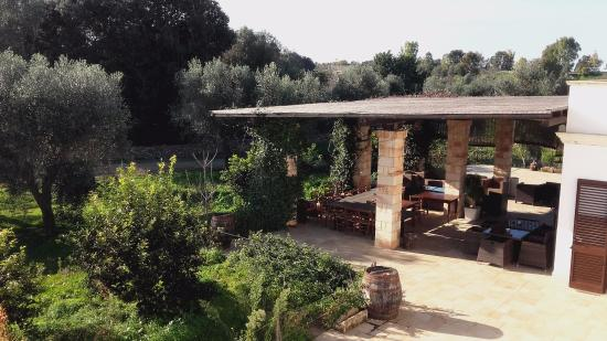 Tenuta Ferraro-Agriturismo: Tavoli all'aperto