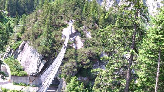 Innertkirchen, สวิตเซอร์แลนด์: The hanging bridge