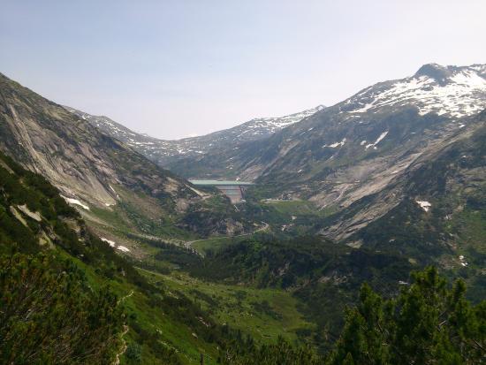 Innertkirchen, สวิตเซอร์แลนด์: Sitting in the cable railway