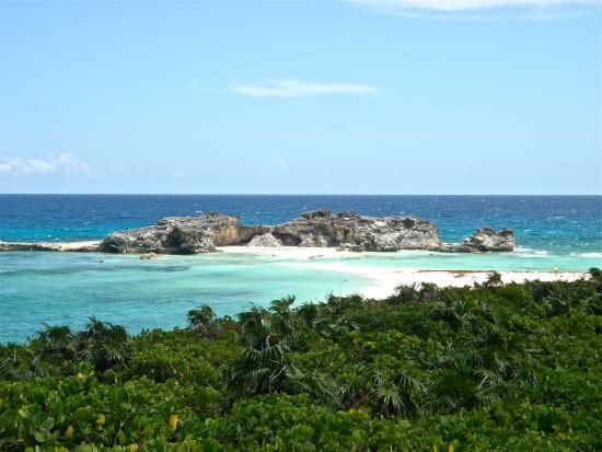 Whitby, North Caicos: Mudgin harbor in middle caicos... One of the best beaches in the world... A 45 min drive from th