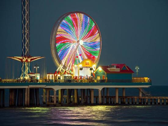 Galveston Island, TX: Pleasure Pier in Galveston, TX