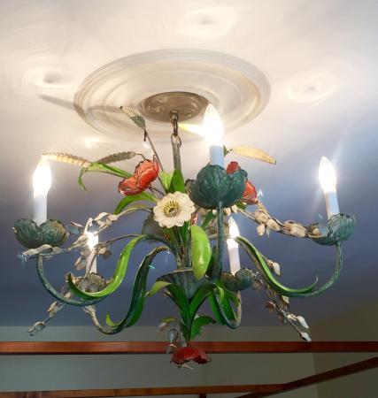 Millbrook, นิวยอร์ก: Antique Italian Chandelier River Room