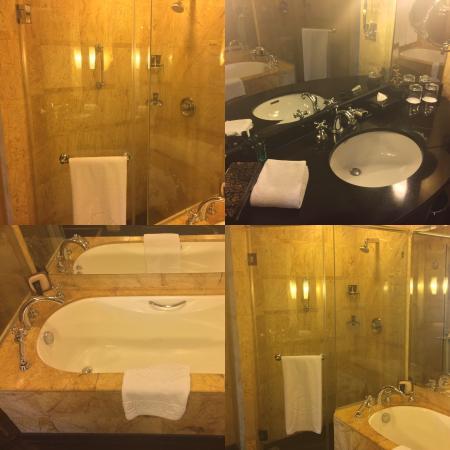 Mandarin Oriental, Kuala Lumpur: Room & Bathroom