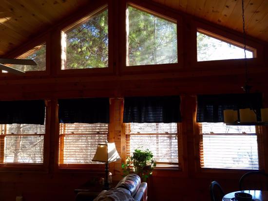Hidden Mountain Resorts: Living Room