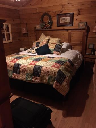 Hidden Mountain Resorts: Master Bedroom