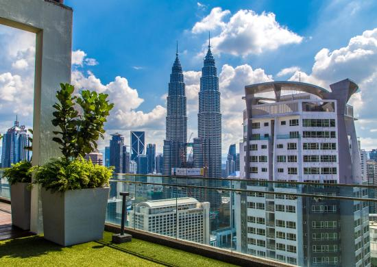 Luxury Accommodations Near Petrona Towers | Mandarin