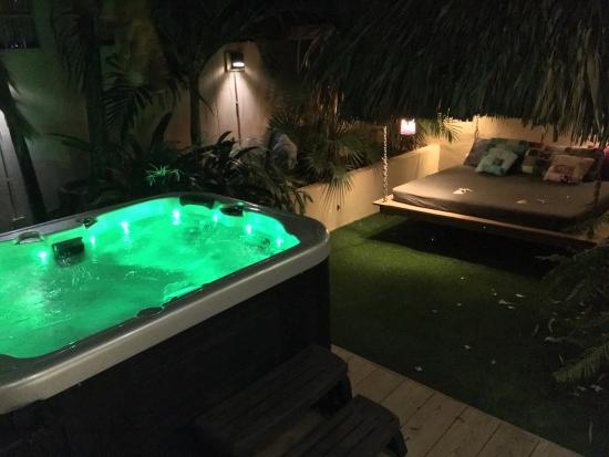 Bamboo Bali Bonaire Resort: Private garden and Jacuzzi