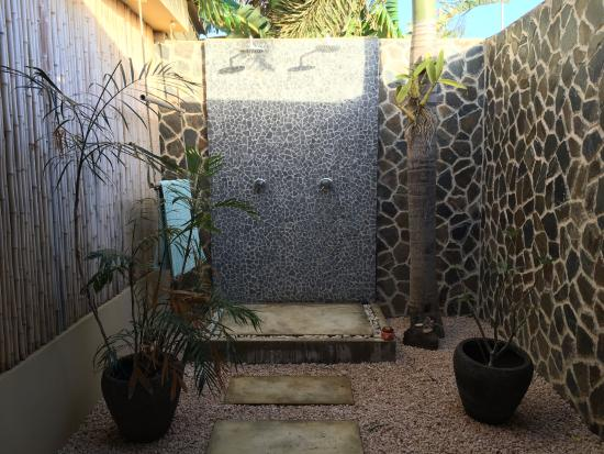 Bamboo Bali Bonaire Resort: Outside Bathroom!