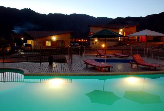 Cabanas Aguilas de Piedra: atardecer desde la piscina