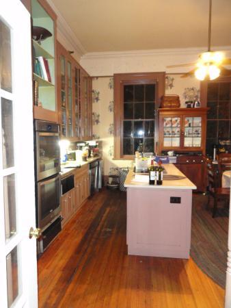 Gastonian: Kitchen