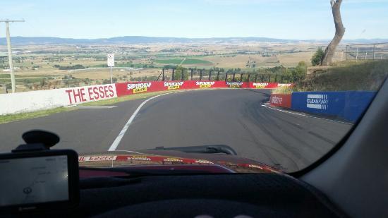 Mount Panorama Motor Racing Circuit: 20151230_175413_large.jpg