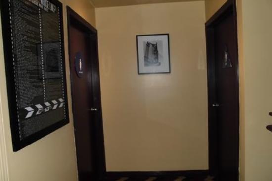 Hotel Bijou: フロント横にあるトイレ
