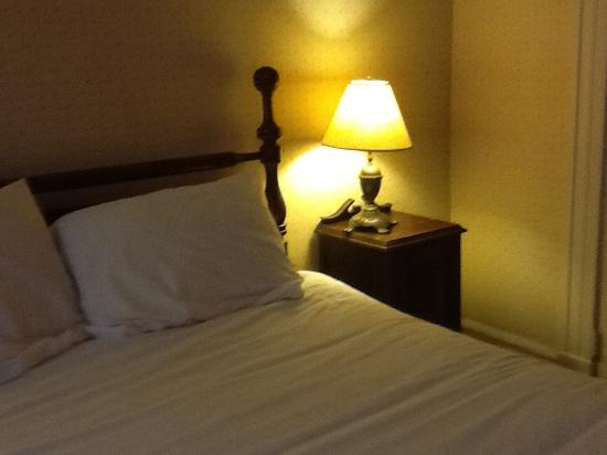Cowper Inn: Bed with shabby nightstand