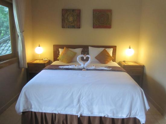 Kubu, Indonesië: Nice king size bed in family room