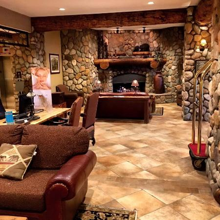 Grand Lodge Crested Butte: lobby