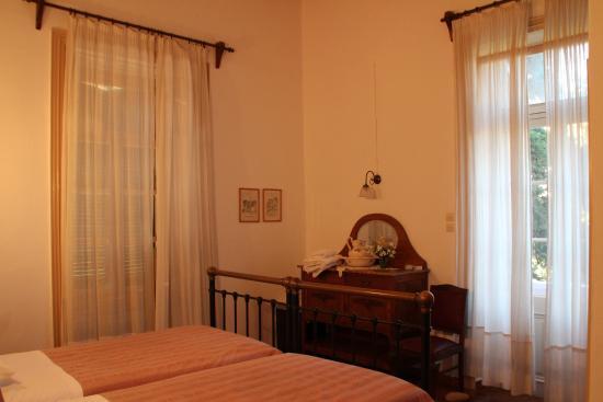 Hotel Archontiko Angelou: Room