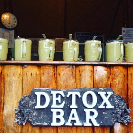 Ananda Wellness Resort: Daily Broth time from the Detox Bar