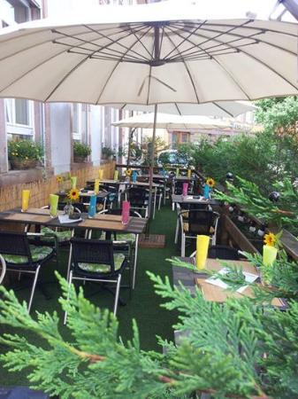 Restaurant au jardin des oliviers dans barr avec cuisine for Resto au jardin