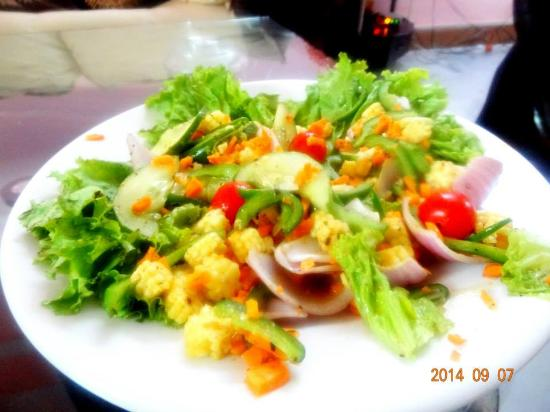 Garden Fresh Salad made for a Health Freek Student - Picture of Casa ...