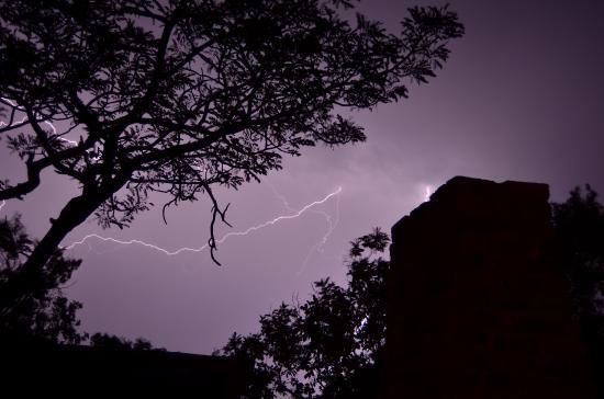 Mabula Game Lodge: Lots of lightning but little rain!