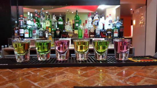 Walkden, UK: Shots at the bar